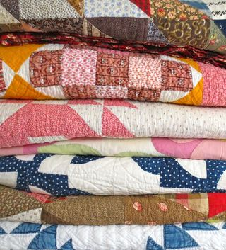 Stack-of-vintage-quilts1